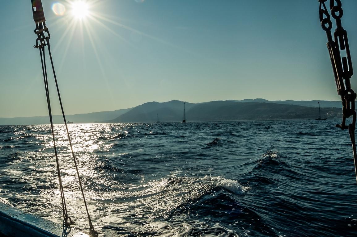 stretto di messina, messina, feluca, mare, sea, travel, calabria, sicilia,